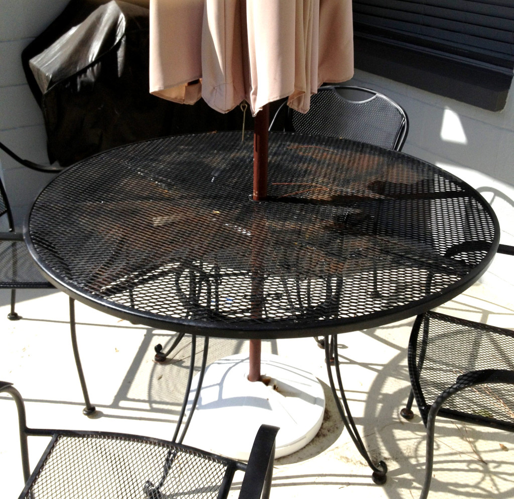 irong table, outdoor, rust, before